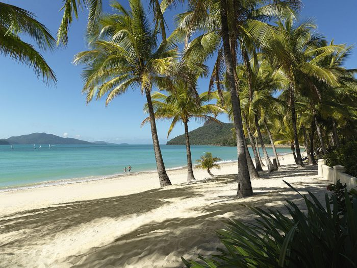 Catseye_Beach_on_Hamilton_Island